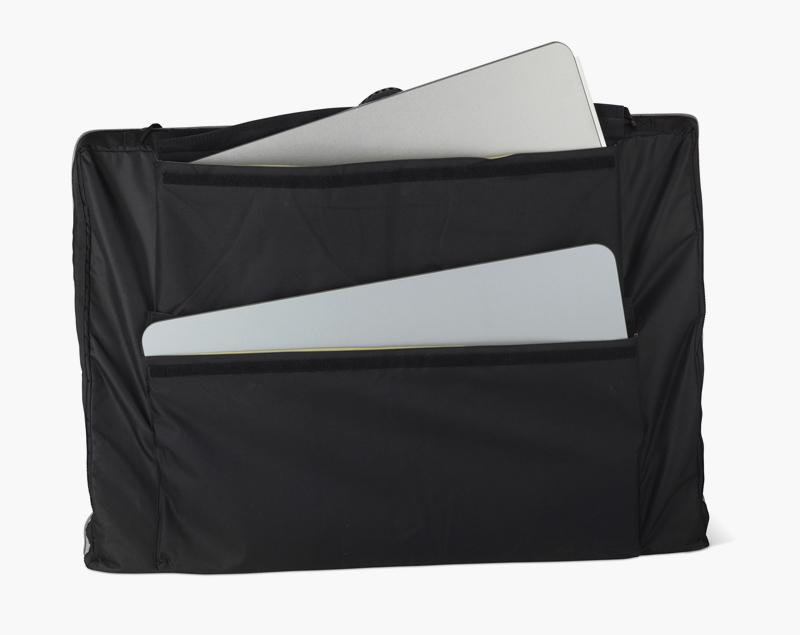 Draagbare tas voor de Stand Up Info waarbij schap en bovenblad apart zijn verpakt.